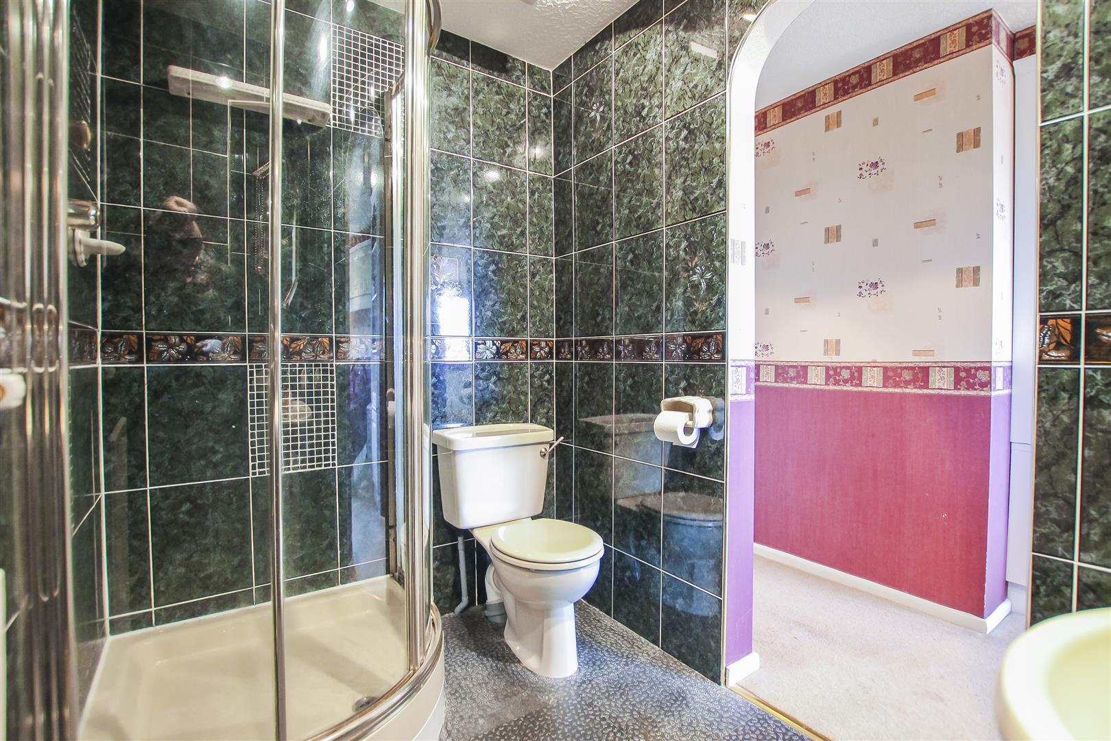 5 Bedroom Detached House For Sale - En-suite